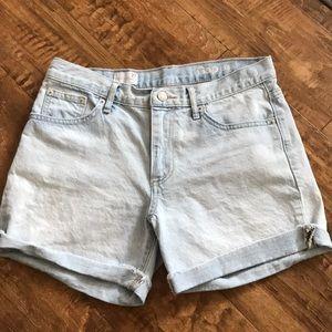 GAP light denim sexy boyfriend shorts!